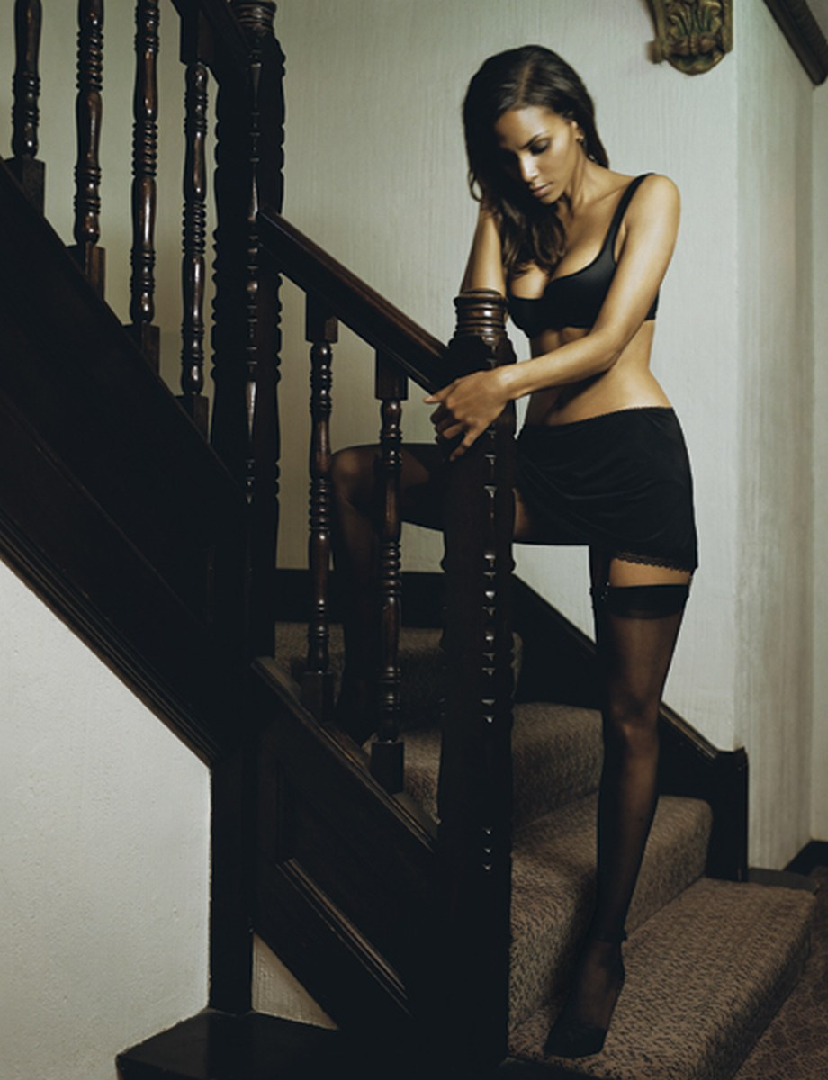 http://fromrussianwithlove.files.wordpress.com/2011/04/esquire-magazine-halle-berry-268862_920_1200.jpg